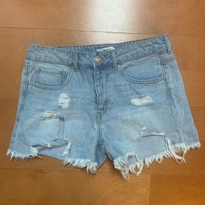 Forever 21 light-wash Distressed Jean Shorts 28